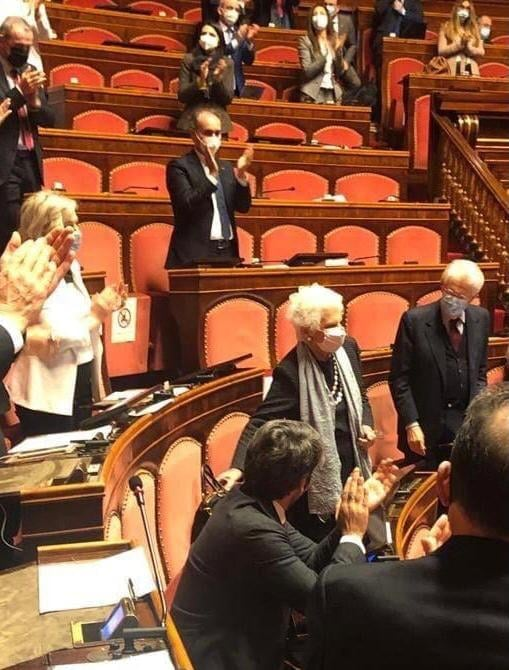 standing ovation liliana segre