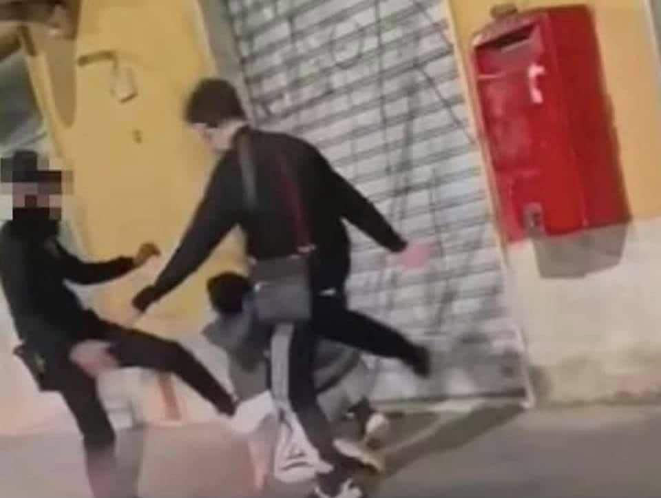 RAGAZZA TRANS AGGRESSIONE TORRE DEL GRECO VIDEO
