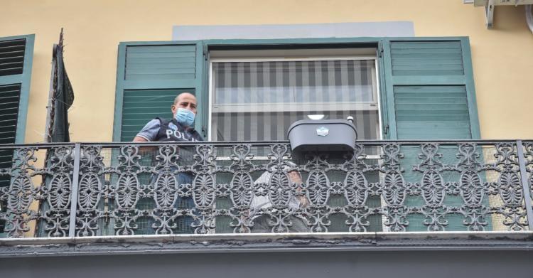 bimbo morto caduto napoli balcone via foria