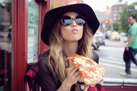 delicious-eating-fashion-girl-hair-hat-Favim.com-64777_large-olqwWl.jpg