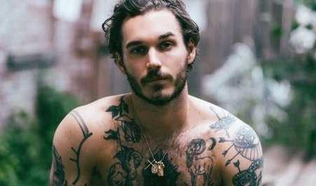 maschio tatuato d.o.p.