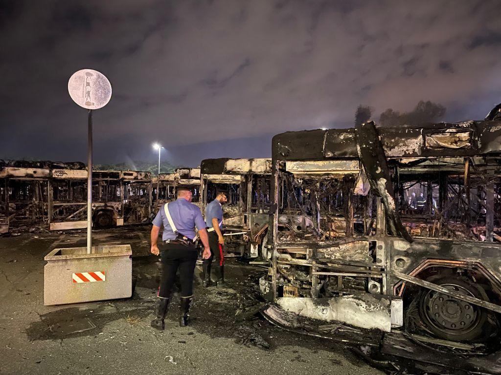 Roma: incendio nella notte all'autorimessa Atac di via Prenestina, 20 bus  distrutti - NovaNews