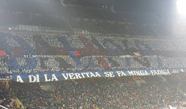 Il Milan omaggia il suo presidente Berlusconi. L'Inter la sua ex bandiera Khalilou Fadiga