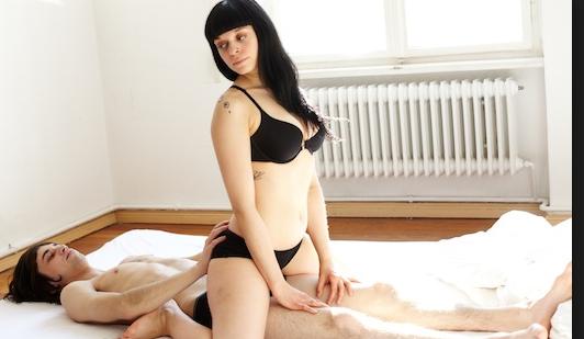 La mossa che ti aiuter a rendere la posizione a 90 migliore superstarz - Posizioni a letto per lei ...