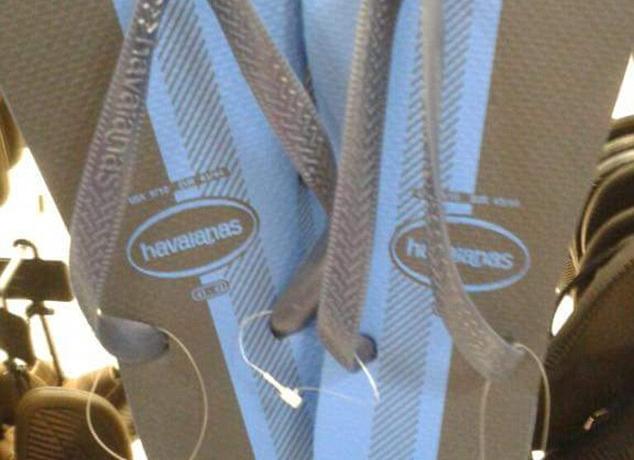 quality design 4dee7 c1504 Le infradito sono blu e nere o bianche e oro? | Superstarz