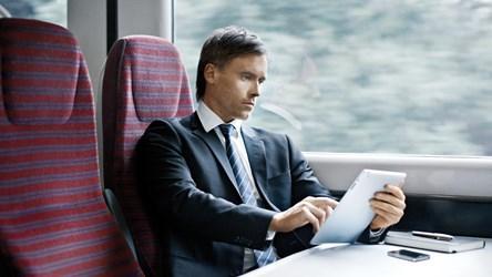 Il manager che se la tira sul treno