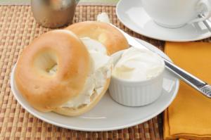 bagel con formaggio spaldabile cream cheese