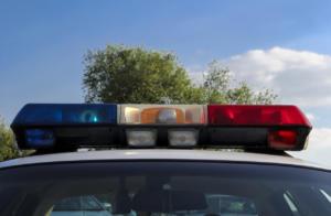 macchina della polizia con luci