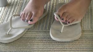 flip flop con piedi