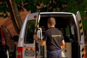 soccorritori con ambulanza