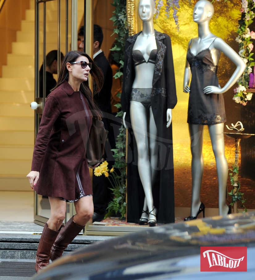 Ilaria D'amico, shopping sexy per il suo Gigi