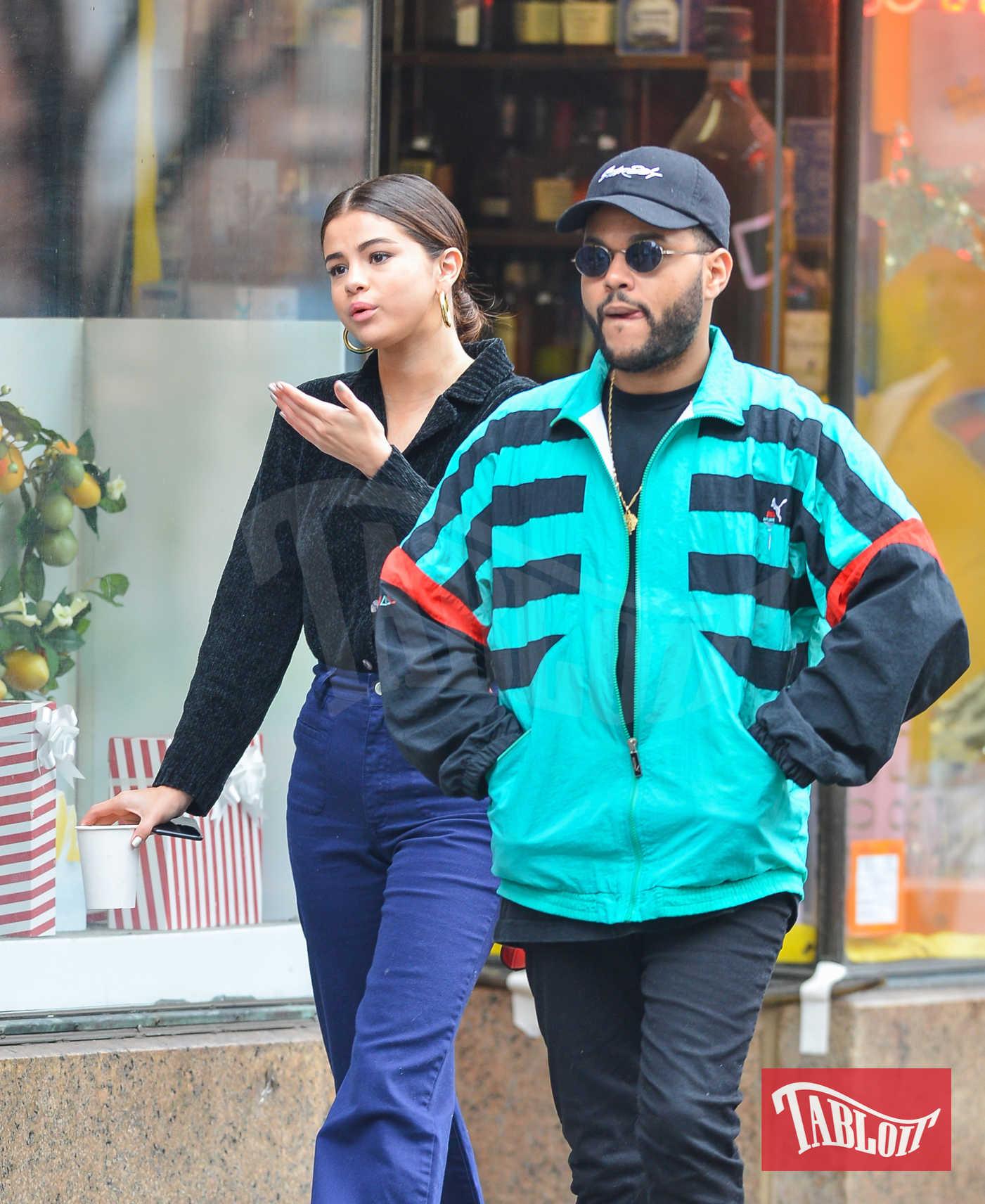 Selena Gomez e The Weeknd paparazzati a marzo per le strade di New York, durante un pomeriggio di shopping. I due si sono lasciati ad ottobre a causa (pare) del ritorno di fiamma tra Selena e Justin Bieber