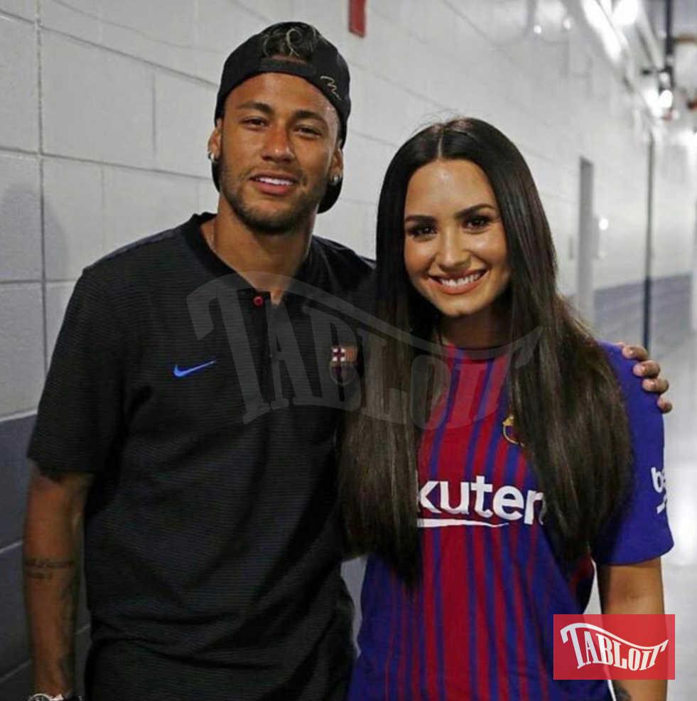Neymar e Demi Lovato a luglio. Lei è andato a vederlo allo stadio e da allora secondo le indiscrezionii due si starebbero frequentando