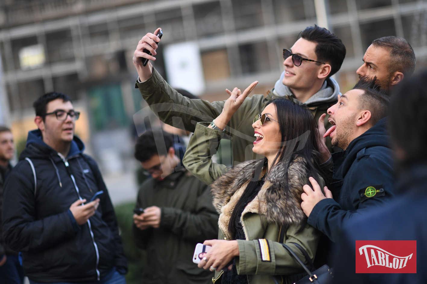 Elisabetta Gregoraci è la new entry del karaoke di 105 Take Away. I conduttori si divertono e interpretare (a modo loro) alcuni brani celebri