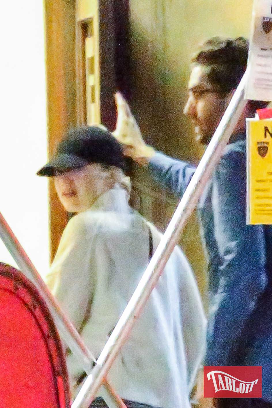 Allarme nuova coppia: abbiamo paparazzato Emma Stone insieme al nuovo fidanzato. Lui è il 32enne Dave McCary, tra gli autori del Saturday Night Live