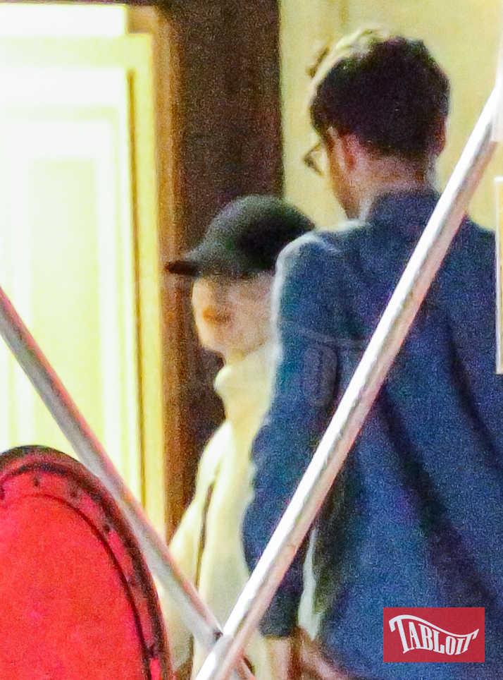 Emma e Dave si sarebbero incontrati per la prima volta l'anno scorso, quando lei andò ospite al SNL. In quell'occasione Dave diresse uno sketch che aveva come protagonista proprio l'attrice 29enne