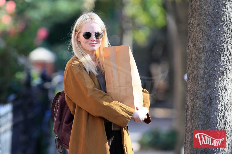"""Emma Stone cambia look: l'attrice si è fatta bionda per interpretare la protagonista della nuova serie firmata Netflix, """"Maniac"""". Emma vestirà i panni di una ragazza mentalmente instabile, paziente di un ospedale psichiatrico"""