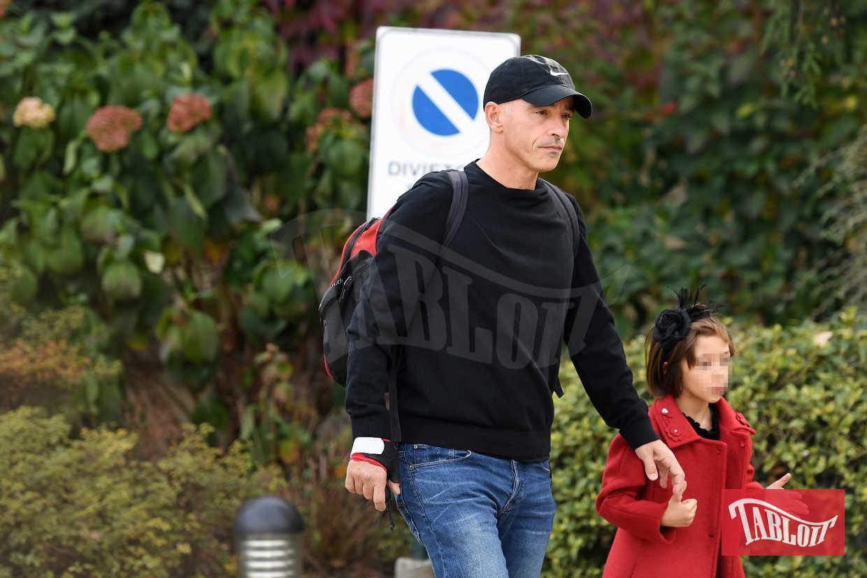 Eros Ramazzotti all'uscita della palestra il giorno del suo compleanno