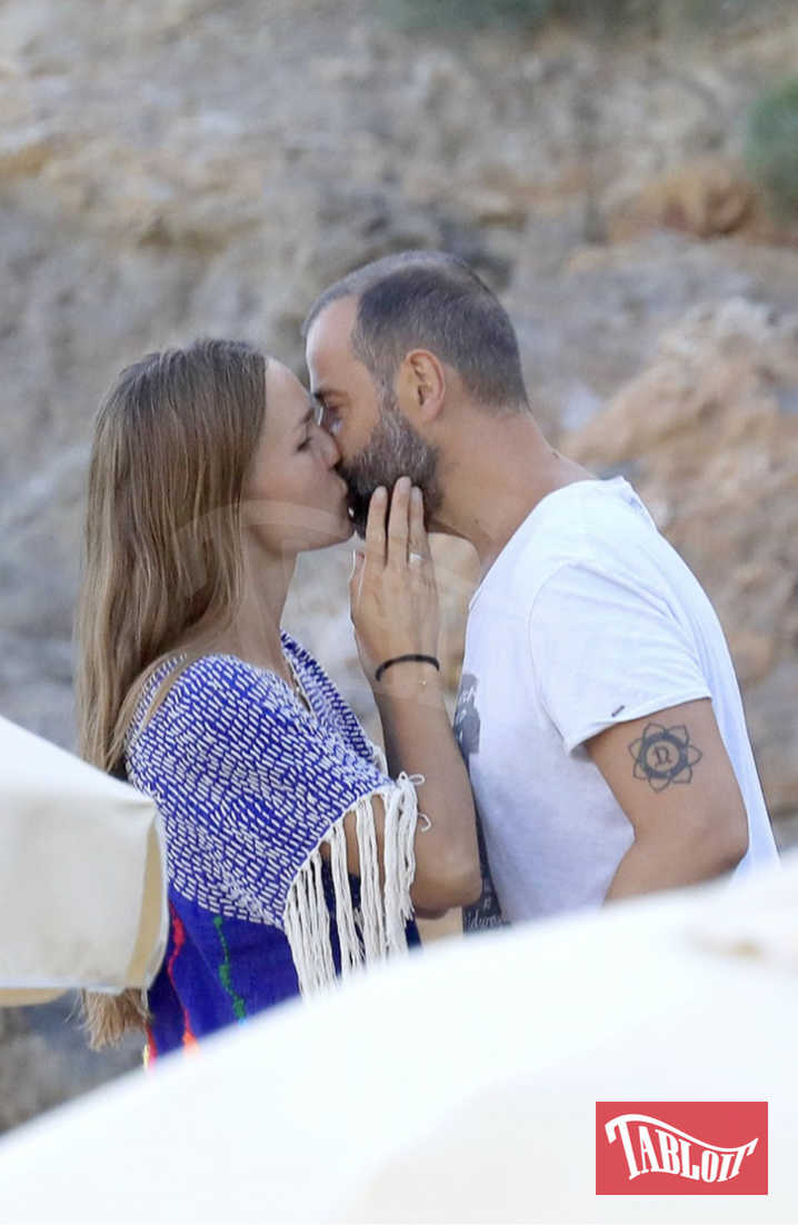 Fabio Volo e Johanna a Ibiza. Lo scrittore usciva soltanto nel tardo pomeriggio dopo aver lavorato tutto il giorno al nuovo libro