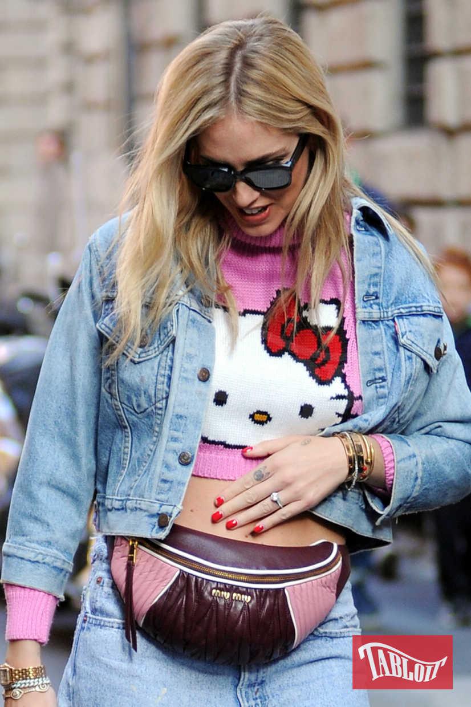 Chiara Ferragni a novembre, durante un pomeriggio di shopping a Milano. Il pancino, al quinto mese, era ancora poco evidente