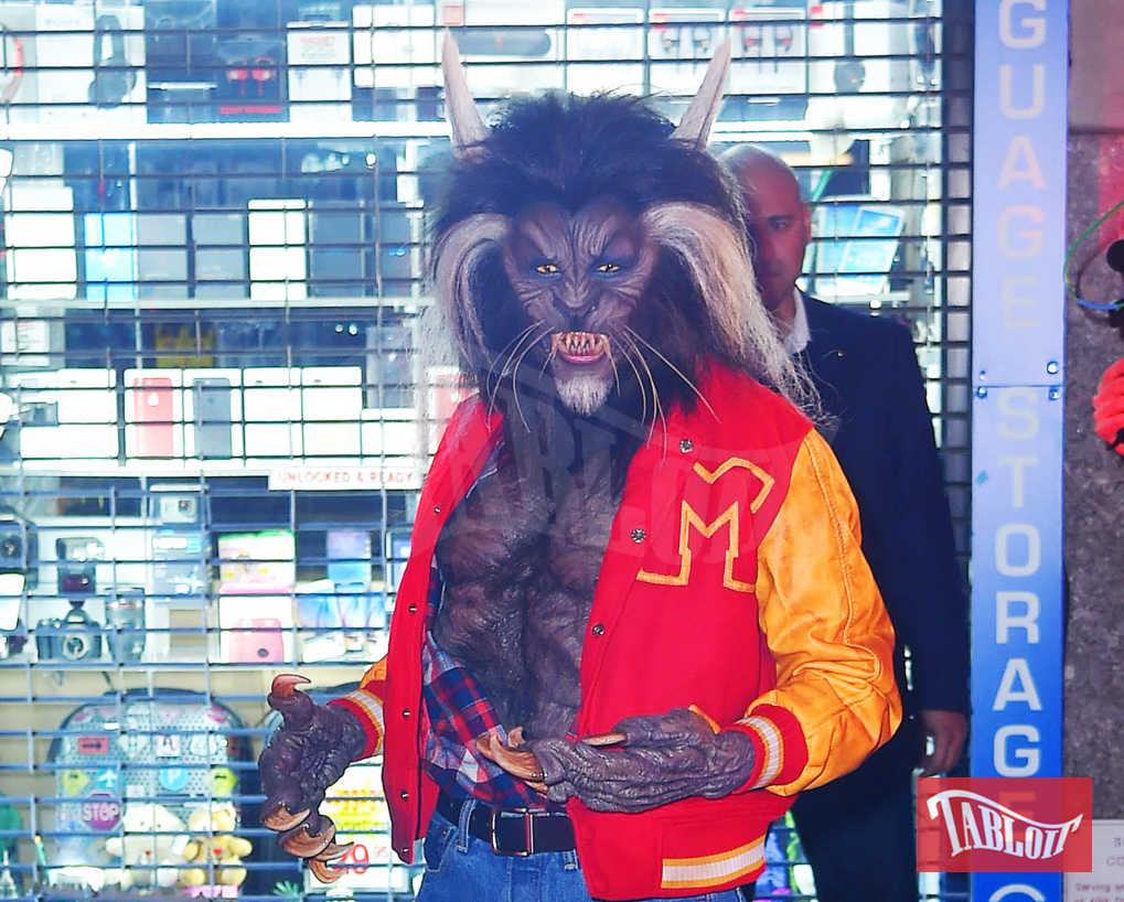 """Il travestimento di Heidi Klum ad Halloween: la modella ha scelto di vestirsi da lupo mannaro per celebrare il videoclip di """"Thriller"""" di Michael Jackson. Da oltre dieci anni la modella è la regina incontrastata dei travestimenti per la festa del 31 ottobre"""