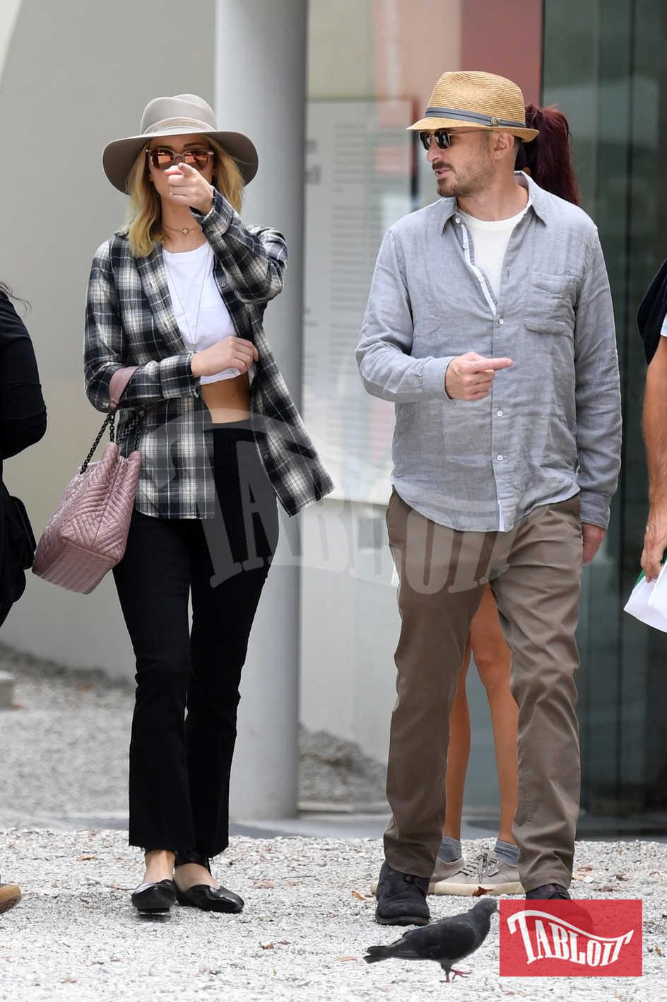 Jennifer Lawrence e Darren Aronofsky durante una visita alla Biennale di Venezia lo scorso settembre
