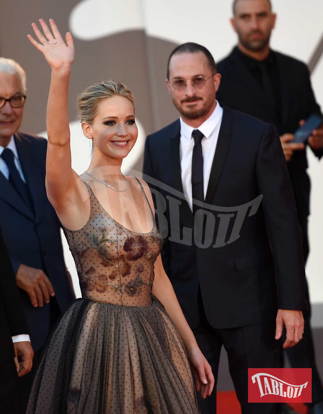 """Jennifer e Darren lo scorso settembre alla Mostra del Cinema di Venezia dove hanno presentato il thriller del regista """"Mother!"""" con protagonisti Jennifer Lawrence e Javier Bardem"""