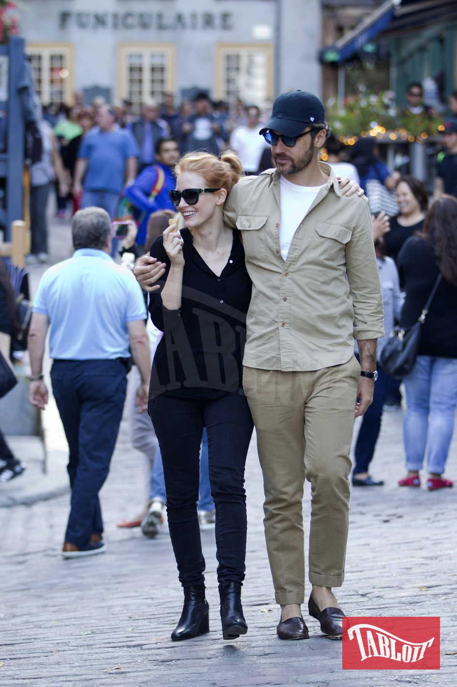 Jessica Chastain con il marito Gian Luca Passi a spasso per Québec City, Canada.