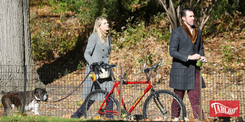 Kate Upton con il marito Justin Verlander a Central Park, New York. Con loro anche l'inseparabile cane Harley