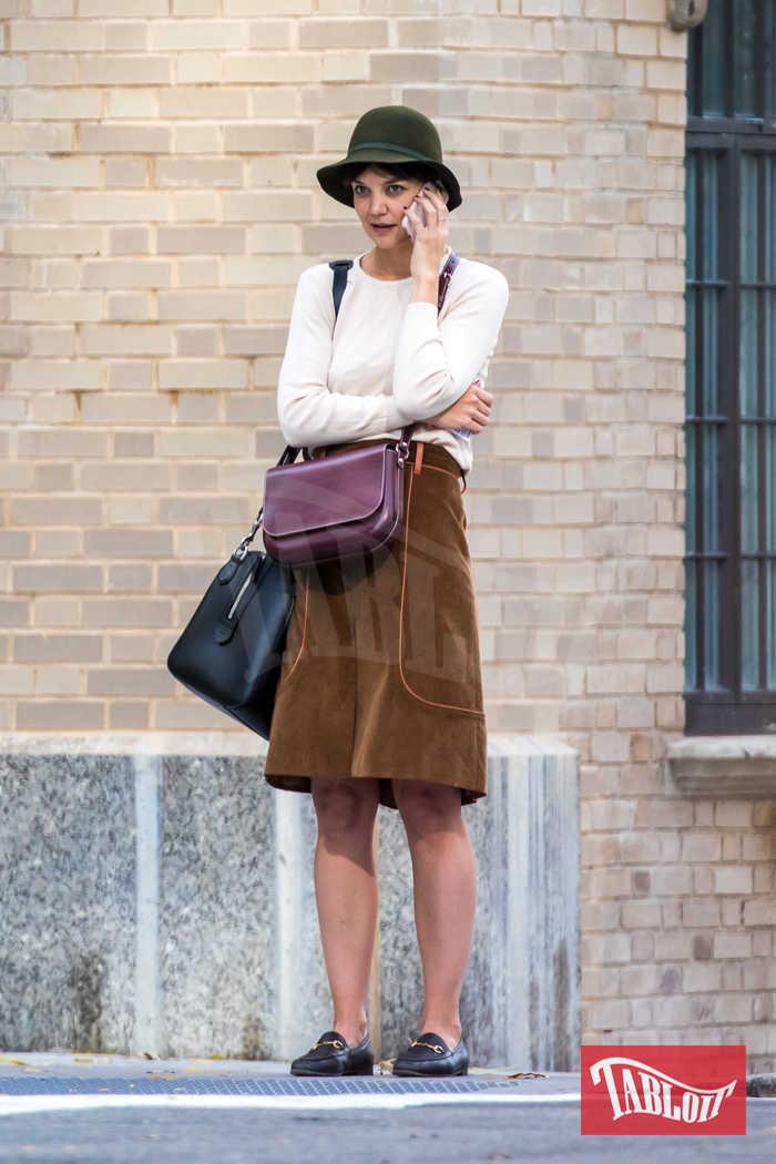 Katie Holmes a spasso per New York. Il look? Da bocciare