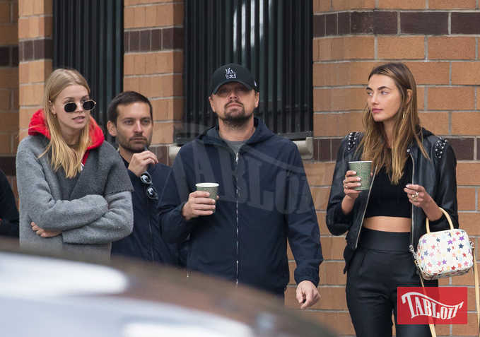 Leonardo DiCaprio e Tobey Maguire insieme alla modella Alina Baikova e ad una misteriosa bionda