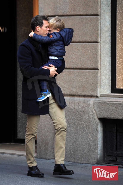 Stephan Lichtsteiner in un momento di tenerezza col figlio Noe