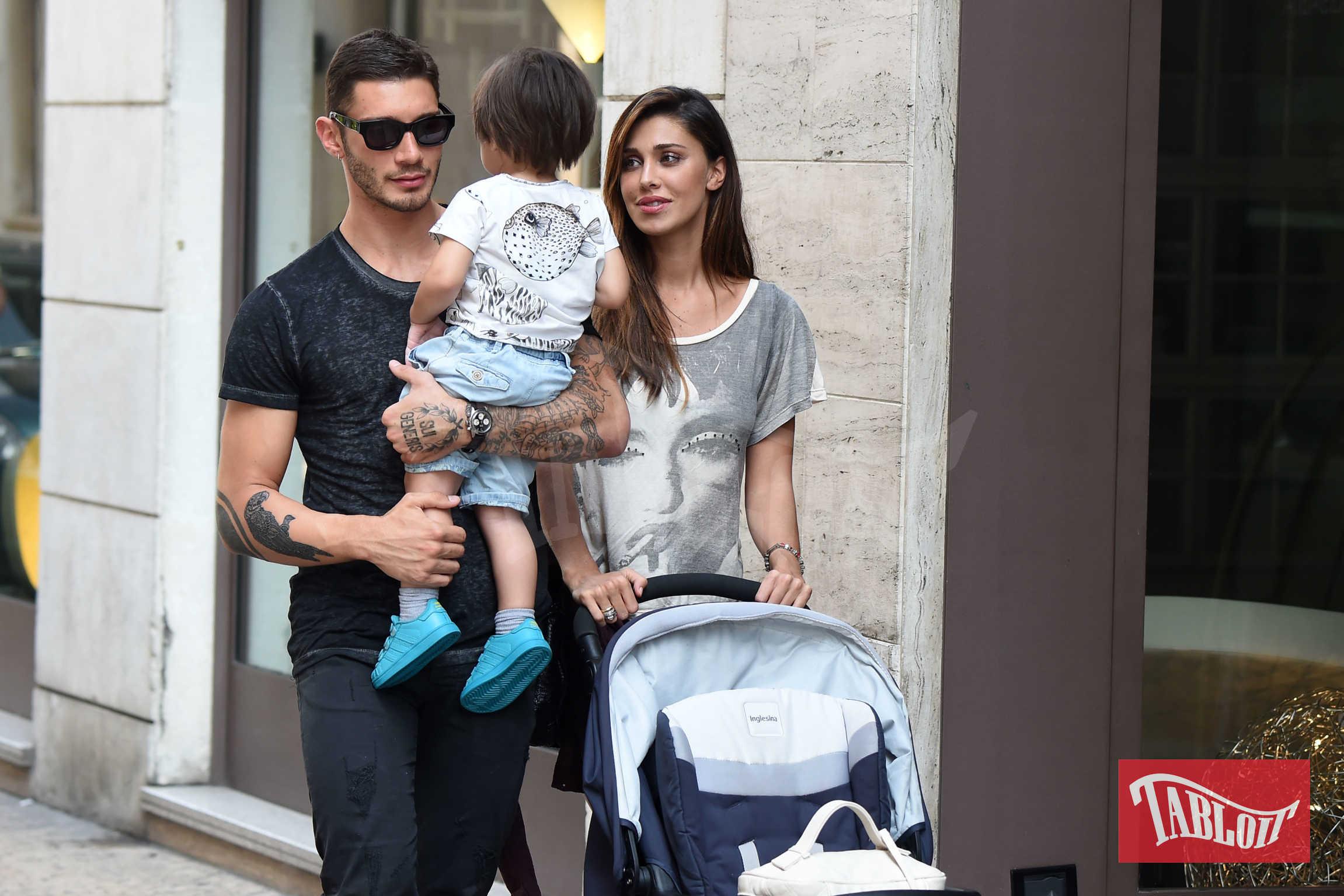 Belen Rodriguez e Stefano De Martino ai tempi del loro amore (2015). La coppia si trovava a Verona durante una passeggiata insieme al figlio Santiago