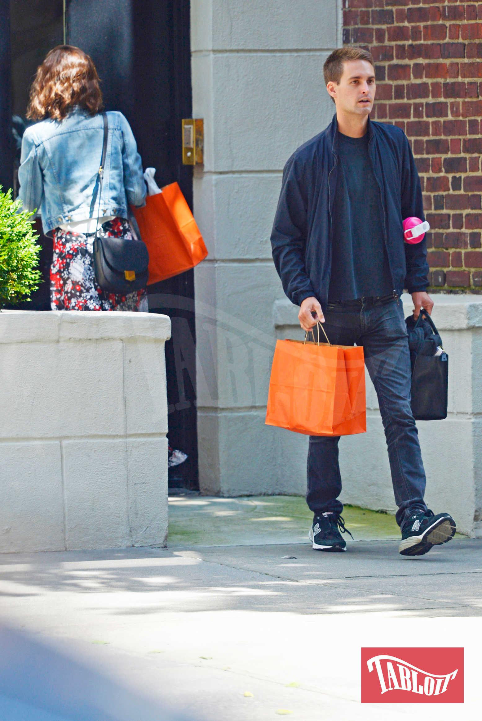 Miranda Kerr e il marito Evan Spiegel a New York City questa estate. Per il fondatore di Snapchat si tratta del primo erede; Miranda invece ha già un figlio, Flynn, nato dall'amore con l'ex marito Orlando Bloom