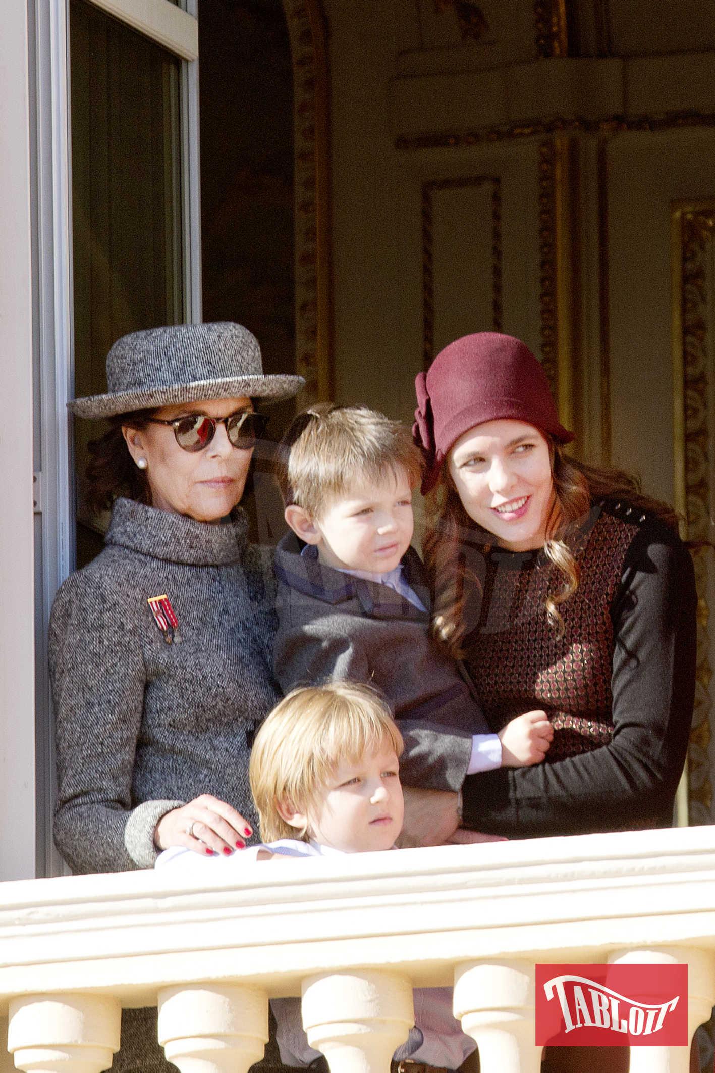 La principessa Carolina con la figlia Charlotte, il figlio di quest'ultima, Raphael e il piccolo Sacha, figlio di Andrea Casiraghi