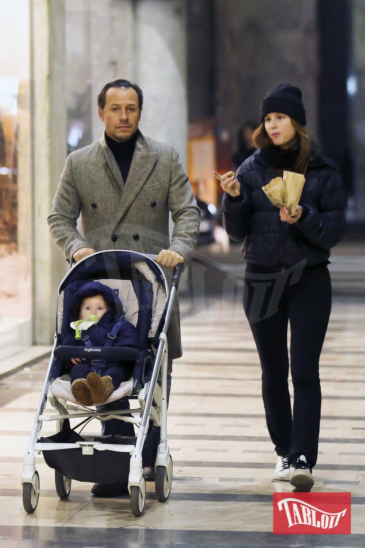 Stefano e Bianca (figlia del giornalista Aldo Vitali) stanno insieme dal 2013. Si sono sposati il 24 novembre 2015 a Borgonovo Val Tidone e il 21 aprile 2017 è nato il loro primo figlio Lorenzo