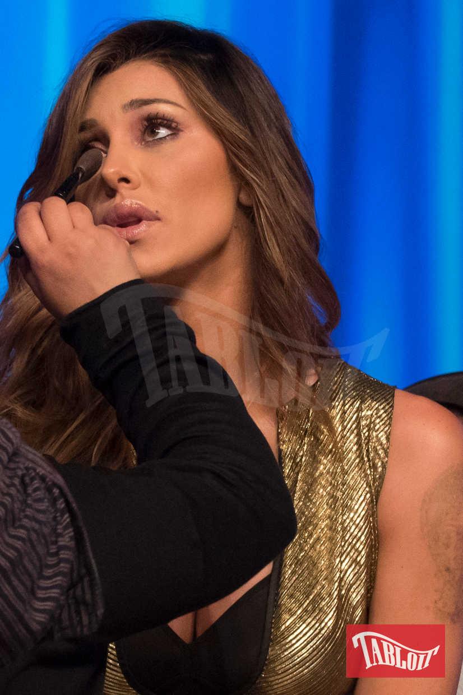"""Belen Rodriguez si fa sistemare il trucco durante una pausa nella trasmissione """"Maurizio Costanzo show"""" dove è stata ospite lo scorso 26 Aprile in compagnia del fidanzato Andrea Iannone"""