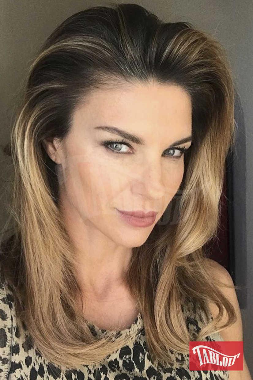Martina Colombari in uno scatto postato sui social dopo essersi fatta una piega.