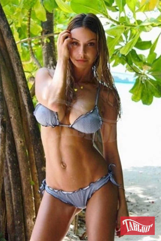 Sabrina Ghio è nata a Roma il 3 agosto 1985, ha 32 anni ed è mamma di Penelope, 4 anni, nata dal matrimonio con l'immobiliarista Federico Manzolli. I due si sono sposati nel 2008 e si sono separati nel 2015. Nel 2016 è stata legata al personal trainer Cristiano Iovino