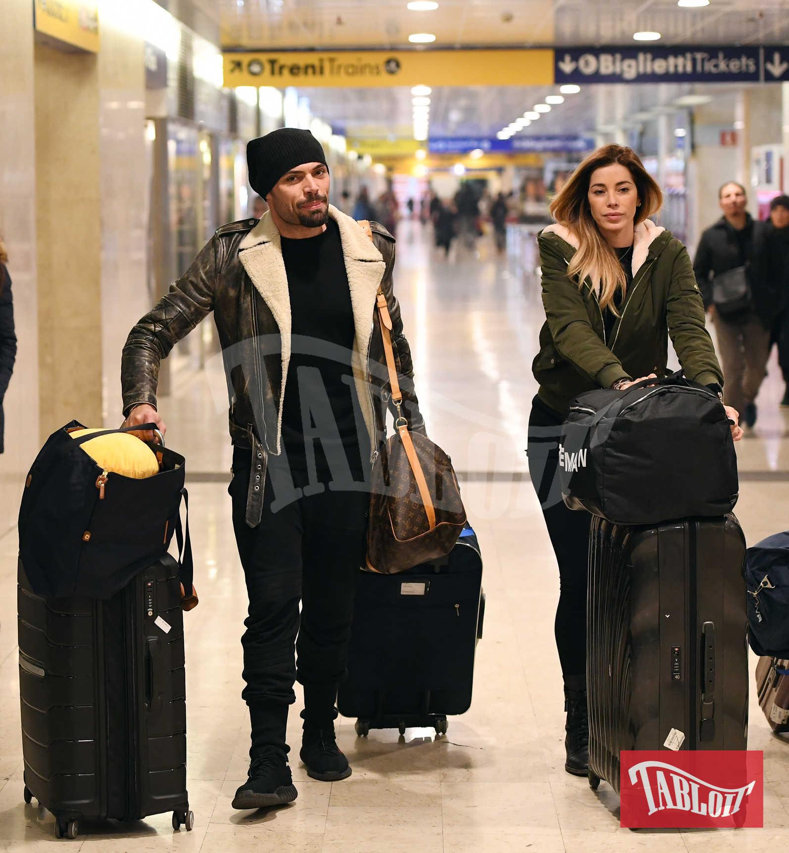 Aida Yespica e Giuseppe Lama al loro arrivo a Milano, a inizio dicembre, dopo la fine del Grande Fratello Vip