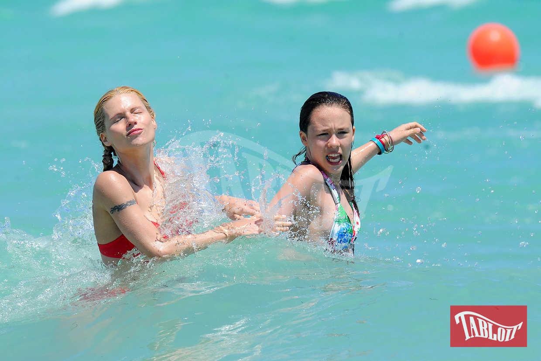 Michelle Hunziker e Aurora in vacanza a Miami nel 2010