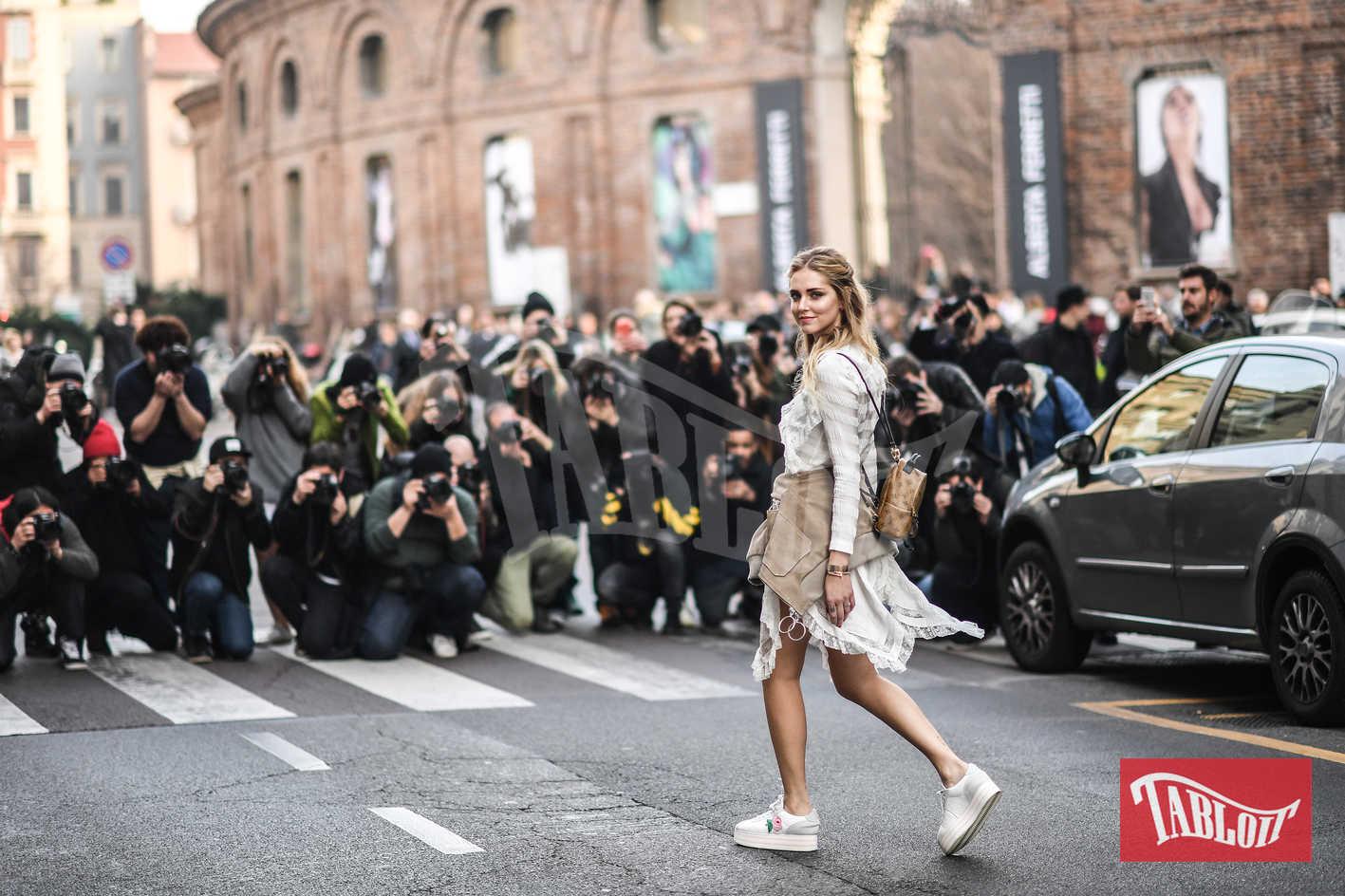 Chiara Ferragni alla sfilata di Alberta Ferretti durante la settimana della moda di Milano, a febbraio