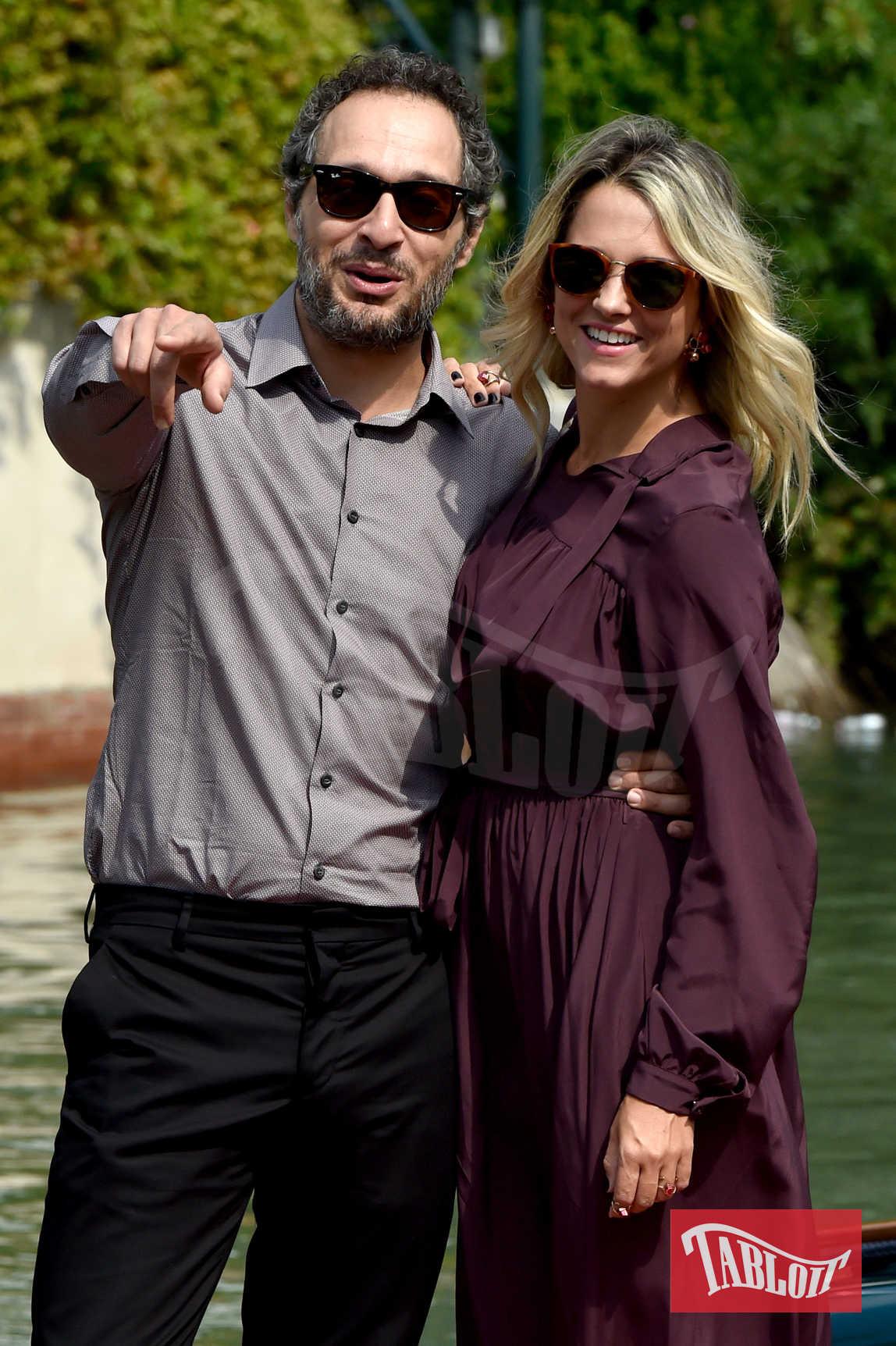 Francesca Barra (tra i possibili naufraghi dell'Isola) e il compagno Claudio Santamaria alla Mostra del Cinema di Venezia dello scorso settembre