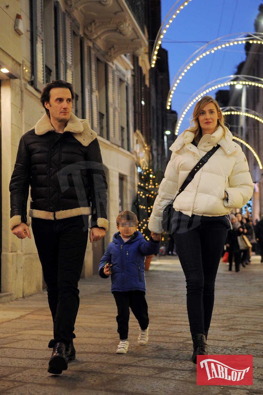 Eva Riccobono all'inaugurazione del primo store Moncler dedicato alla moda dei più piccoli. Con lei il compagno Matteo Ceccarini e il figlio Leo, nato il 30 maggio 2014