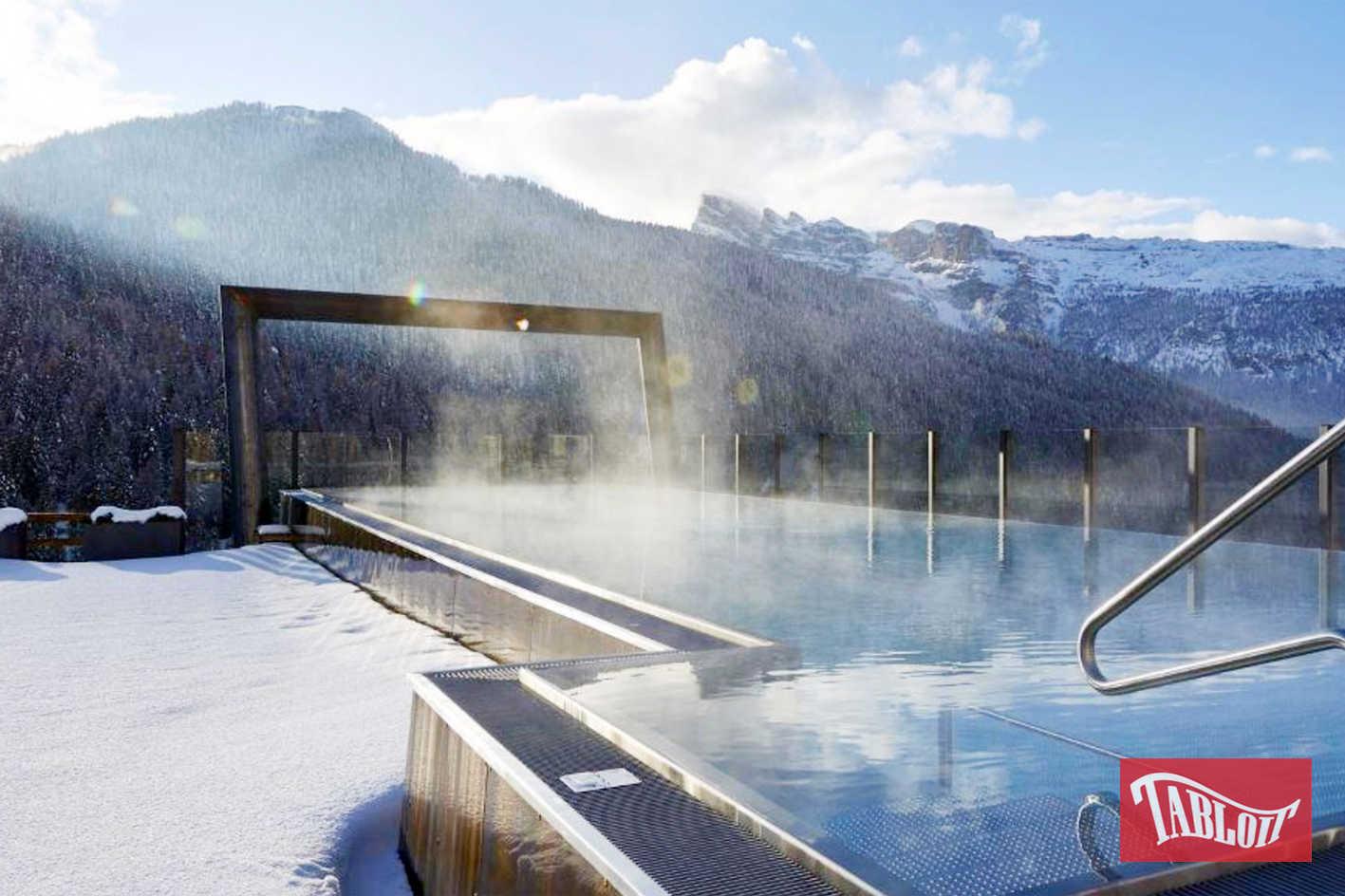 Una veduta della nuova Sky pool dell'hotel Fanes