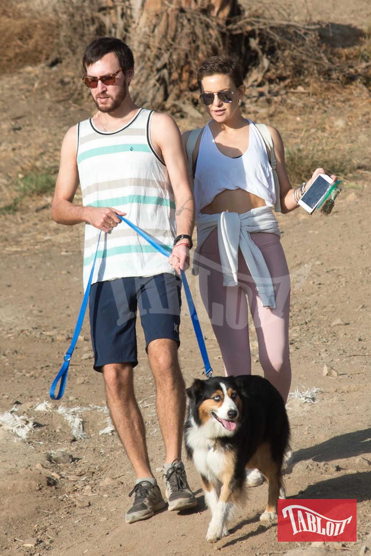 Kate Hudson, Danny Fujikawa e il cane Cody passeggiano per le colline di Los Angeles