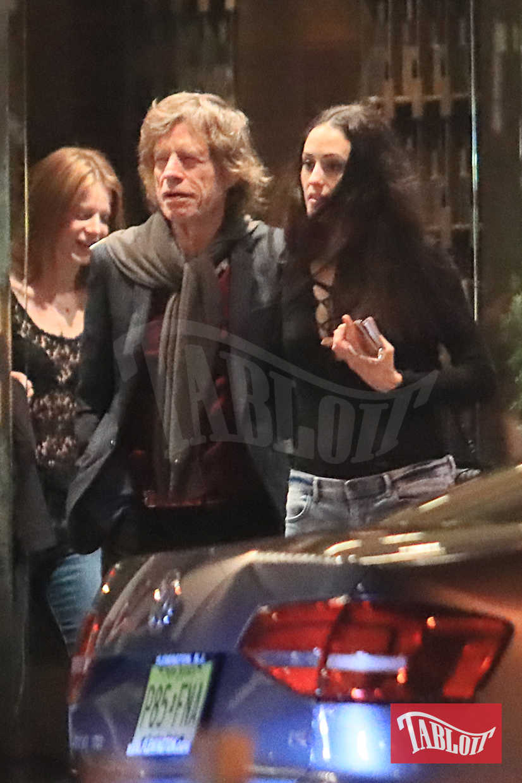 Mick Jagger e Melanie Hamrick paparazzati all'uscita del ristorante Masseria Dei Vini di New York lo scorso giugno