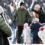 michelle hunziker montagna con marito tomaio trussardi e figlie sole e celeste