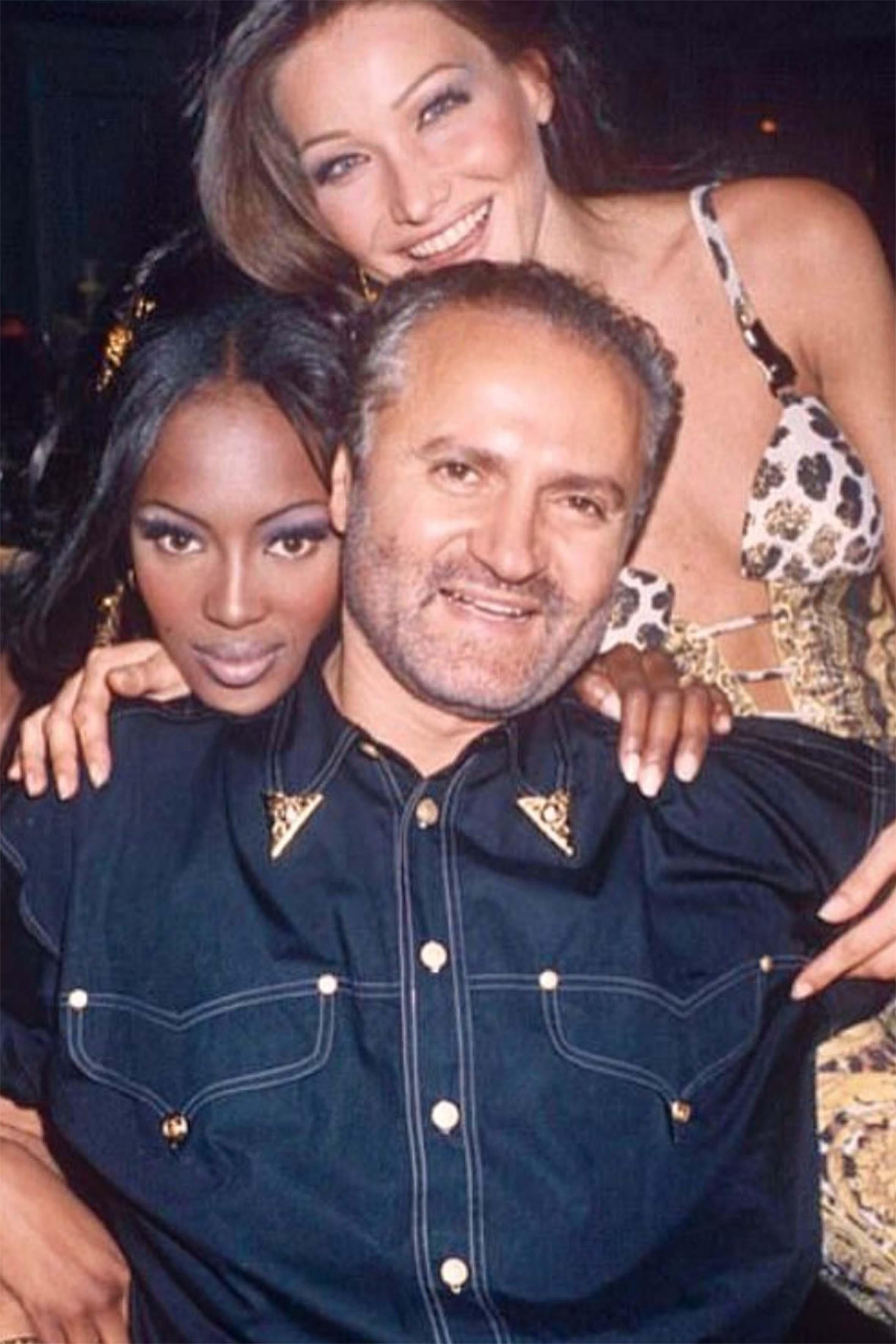 Una foto amarcord con Gianni Versace e Naomi Campbell pubblicata da Carla sul suo profilo Instagram