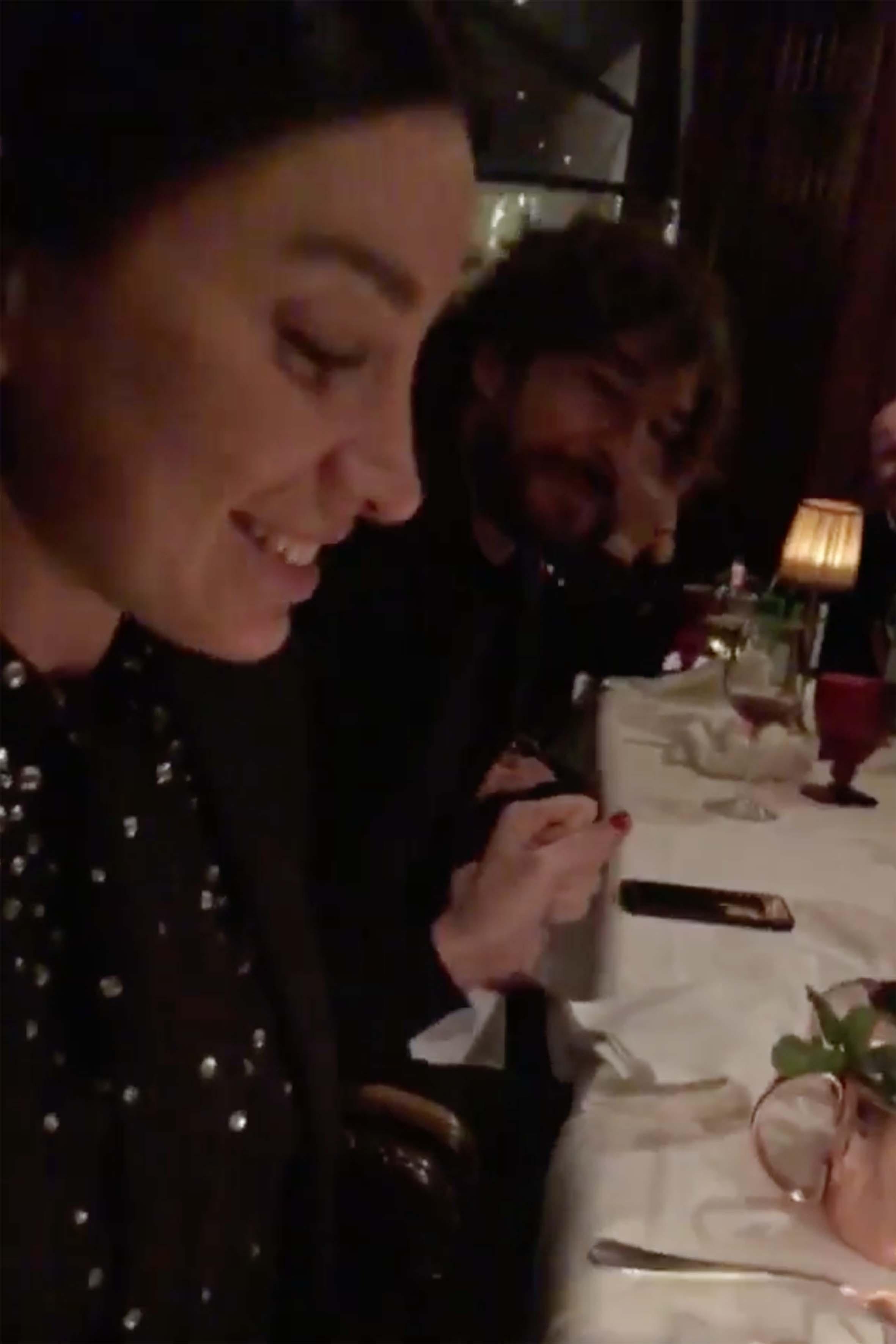 Giorgia Gabriele ha festeggiato i 32 anni insieme ad alcuni amici e al nuovo compagno Andrea Grilli, seduto al suo fianco